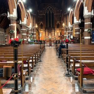教会で過ごすクリスマスの夜