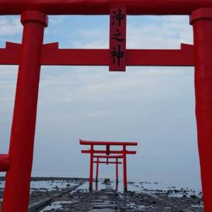 大魚神社(おおうおじんじゃ)の海中鳥居と海中道路 佐賀県