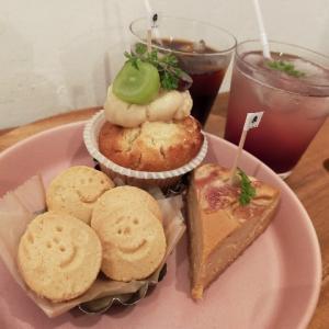 赤羽駅徒歩5分 まったりできるおすすめのカフェ『アンズトモモ』へ行きました。