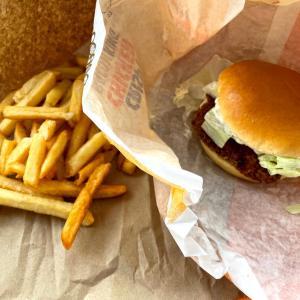 イギリス【バーガーキング】 チキンバーガーのセット Crispy Chicken Meal