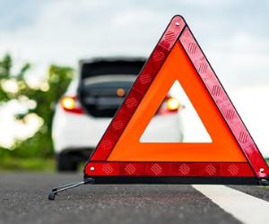 車で走行中に高速道路で交通事故が起きた際にするべき3つの事とは?