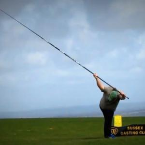 サーフキャスティング世界記録保持者のキャストがコチラ