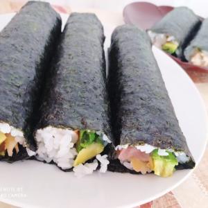 【お家寿司】ピリ辛ツナマヨサラダ巻き&巻き寿司5本に夫婦二人で食らいつく!