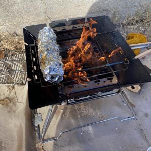 焚き火しながらのんびりと( ´∀`)