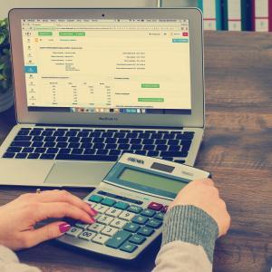 【事務職】簿記の知識が最低限でも会計担当者として仕事ができる理由