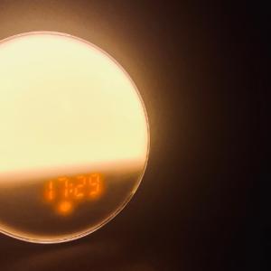 【朝弱い人へ】「LBELL」「YABAE」光目覚まし時計のススめ【寝坊対策】