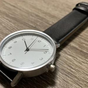 コスパ最強!百均ダイソー500円腕時計シンプルウォッチのレビュー、電池交換方法も!
