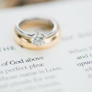 [結婚指輪]プラチナとゴールドどっちが安い?人気なのは?
