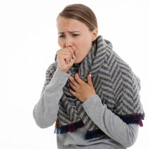 咳で周りの目が気になっている方へ 病院に必ず行った方がいいのはいつ?医師が提案する方法