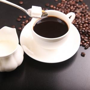 コンビニや自販機の紅茶やコーヒーに含まれる砂糖の量。減量がうまくいかない人の落とし穴について医師が解説。