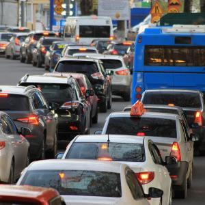 渋滞時はどの車線が早いのか!?ストレスなく走り続ける方法を探す!