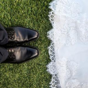 結婚に必要な最低年収はいくらか。年収500万円がボーダーなのか?
