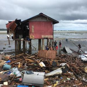 セブ台風(熱帯低気圧)被害!!76世帯もの家が海に流されてしまった・・
