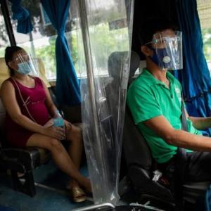 バスの車内で女性と車掌が○○!!多数乗客もいる目の前での衝撃・・
