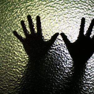 16歳の末っ子が姉妹のパートナー男性からナイフで脅されて○○!!