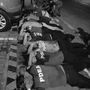 フィリピン警察と麻薬取締局が人混みのモール近くで銃撃戦4人死亡・・