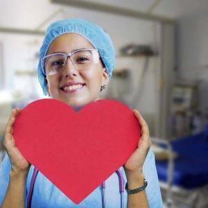 日本がフィリピンに要請したのは400人以上の看護師と介護福祉士・・