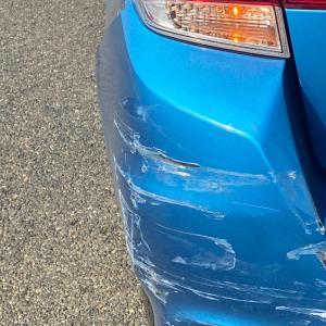 車 はじめて事故りました。。。