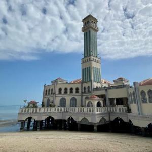 ペナン一周バイクの旅。水上モスクとバトゥ・フェリンギビーチへ