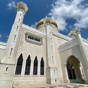 オールドモスクを見て、ロイヤル・レガリア(王室史料館)で国王の歴史を学ぶ