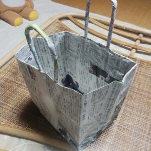 新聞紙で作られたバッグ【障がい者の労働支援】