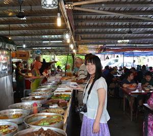 カラフルなデザートがずらり!マラッカのKuih(クエ)屋さん「Perhentian Kuih Kampung」