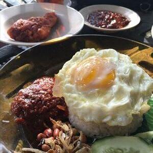 マレーシアで一番美味しい「Kafe Kampung Kaw」のNasi Lemak(ナシ ルマッ)