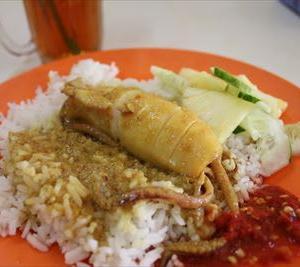 クアラ トレンガヌでイカ丸ごとご飯を楽しみたいなら「Kedai Makan Sri Binjai」