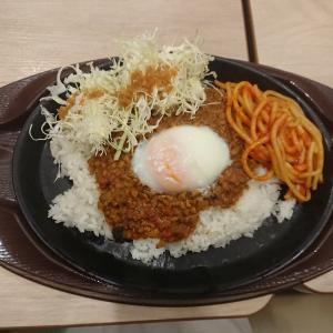 10種の刻み野菜の鉄板焼きキーマカレー(ガスト坂戸店/埼玉県坂戸市)