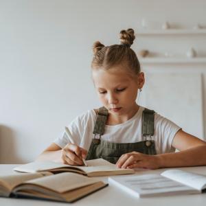 子どもが正しい姿勢を身につけるための5つのポイントとは?