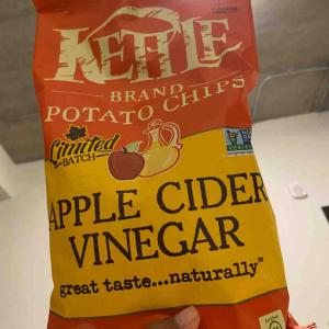 アップルサイダービネガー味のケトルチップス