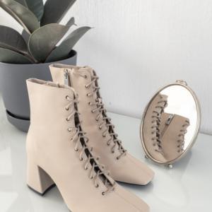【玄関の収納】管理がしやすい靴の数は 2〜3足