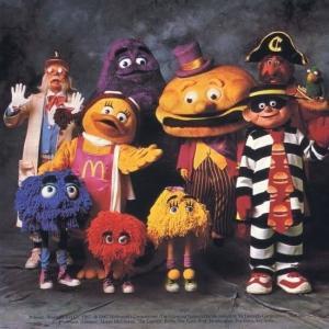 【悲報】マクドナルドのドナルドとこいつら、子供が怖がるため完全に消される