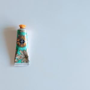 ロクシタンの『ハピネススマイル シア ハンドクリーム』、ジンジャーエールっぽいいい香り!