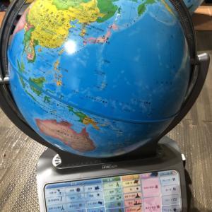 地球儀は「しゃべる」「しゃべらない」どっちがいい?両方使った感想を紹介