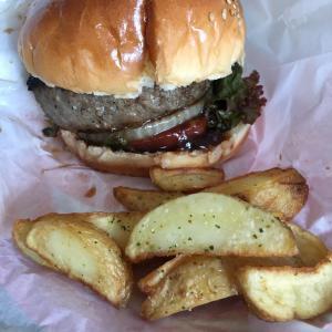 グリルフクヨシのハンバーガー