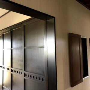 キッチンパントリーの扉