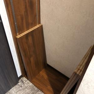 隠し扉の内側の収納棚