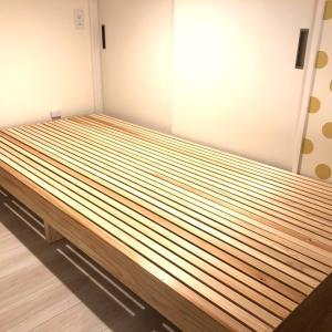 娘たちのベッドを作る
