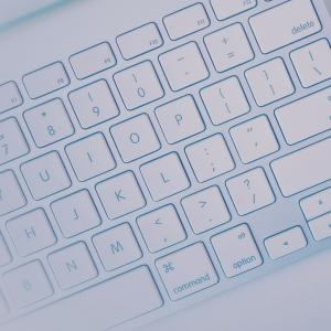 PCのキーボードで簡単に矢印マークを出す方法
