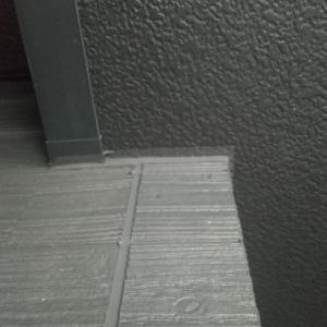 外壁の施工ミスじゃないんだけど、、、そこは黒でしょ(^_^;)