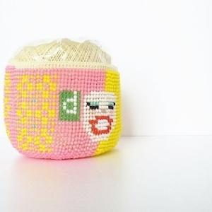 DマガジンCMの渡辺直美ちゃんを図案にナイロンレース糸でビーズ編み