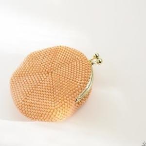 海外でよく編まれる2枚合わせのビーズ編みがま口財布:ビーズでつなぐ