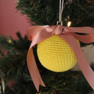 メリヤス細編みの正しい編み方は?かぎ針編みで編むクリスマスボール