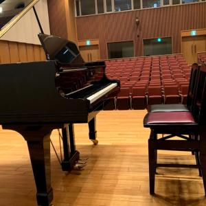 ホールレッスンでした♪ホルベアの時代より前奏曲・二つのラプソディ