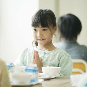【小6】「給食もおしゃべり禁止。一生懸命我慢してるのに、大人はどうして楽しくご飯食べていいの?」→菅首相「申し訳ない思いでいっぱい」