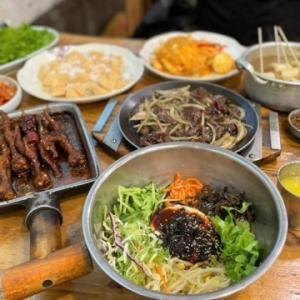 あの中国人がビックリww 前の客の食べ残しを提供するバ韓国料理店に恐怖する!!