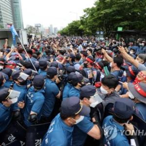 【この世で最も臭い密】バ韓国の宅配労働者4000匹がソウルに集結wwwwww