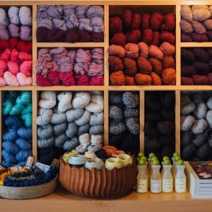 クロスステッチ布や刺繍糸はどこに売ってるの?どこで買えるの?