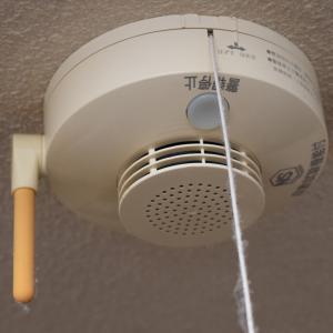 住宅用火災警報器は、約10年使用の場合、本体交換を推奨。でも、電池交換することにした。